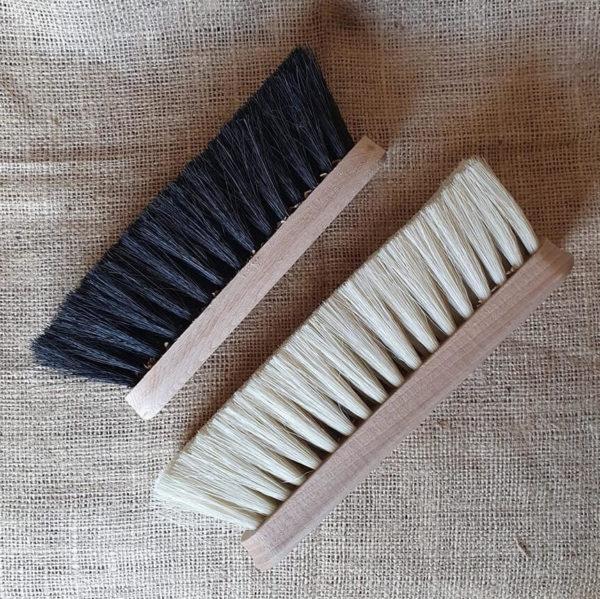 rotborste tagel och trä